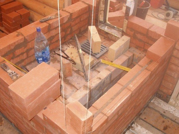 На фотографии бутобетонный фундамент для печи бани