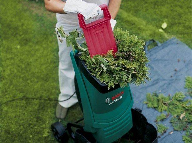 На фото измельчитель травы