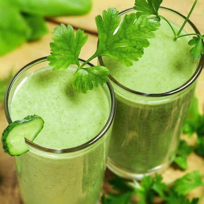На фото сок сельдерея
