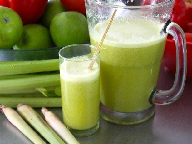На фотографии сок сельдерея