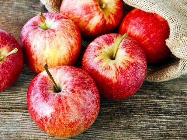 На фотографии яблоки
