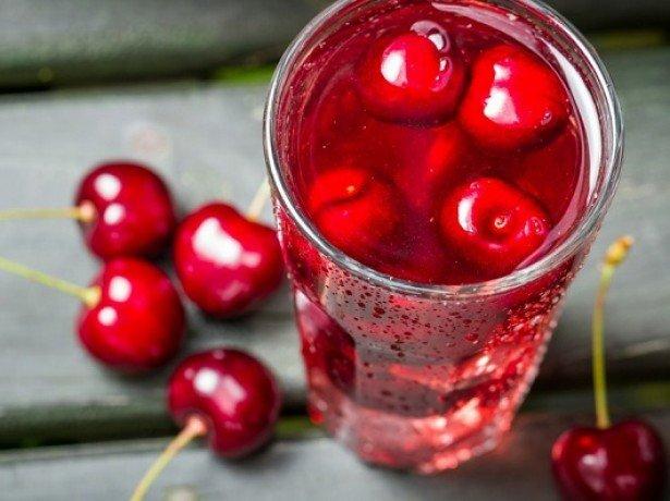 На фото вишневый сок
