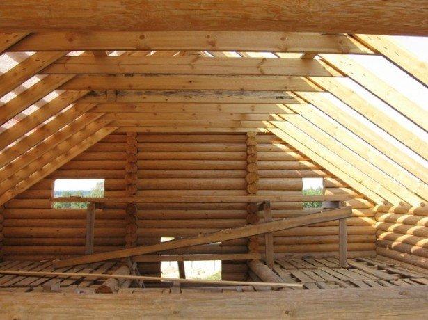 На фото строительство мансардной крыши