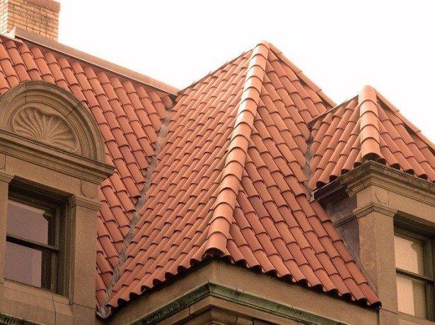Фотография вальмовой крыши дома