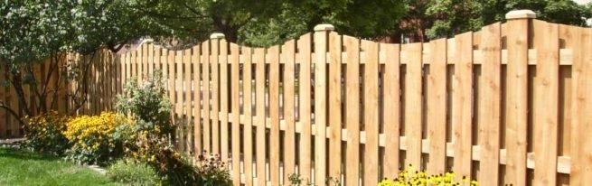 Сборка и установка деревянного забора своими руками