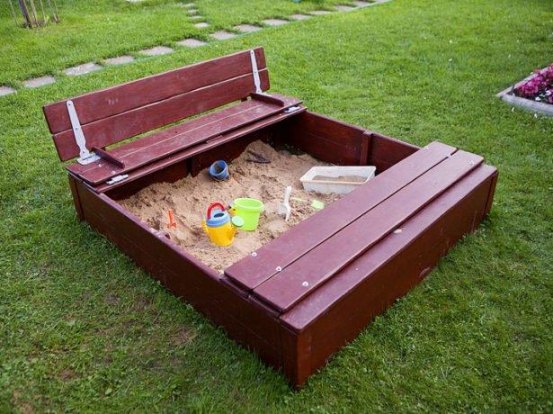 Готовая песочница из дерева