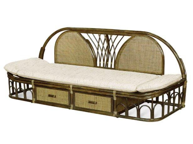 Лакированная плетёная мебель