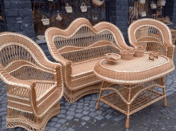Старинная плетёная мебель