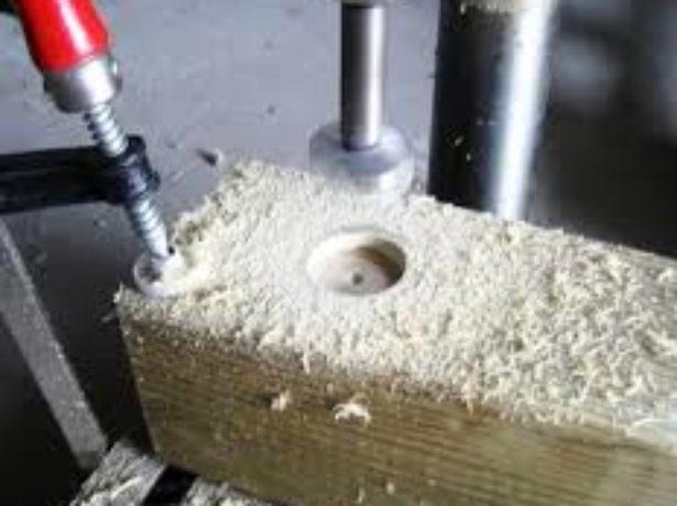 Сверление отверстий в деревянном брусе