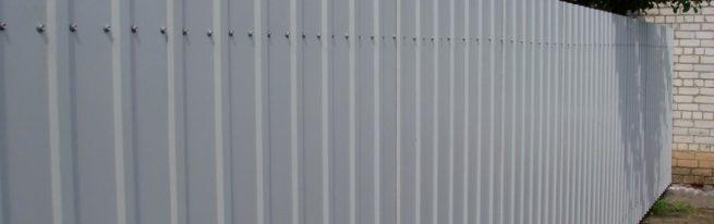 Забор из шифера своими руками: пошаговая инструкция