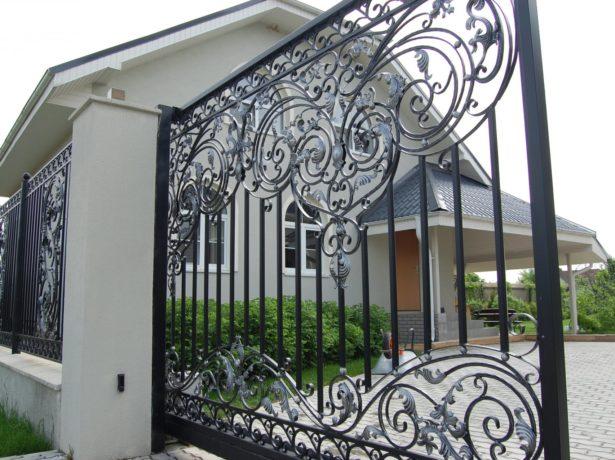 Кованый металлический забор