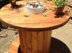Лакированный барный стол из катушки