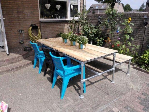 Практичный стол-лавка для большой семьи