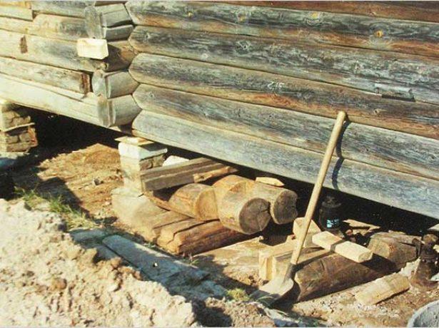 Фундамент под деревянной постройкой