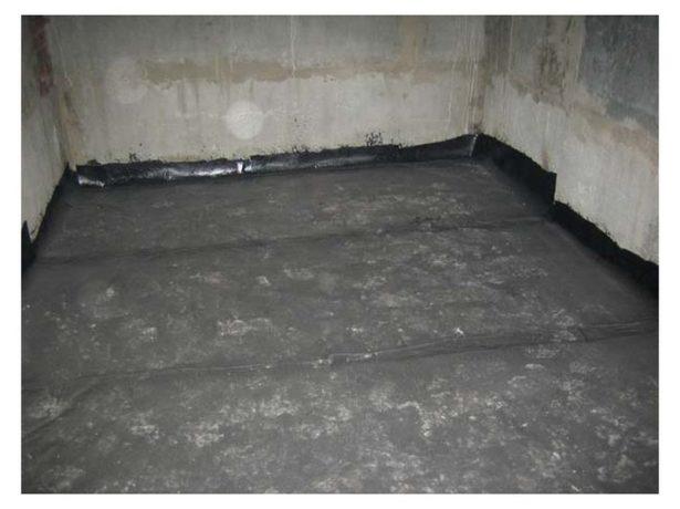 Укладка гидроизоляции на пол в бане