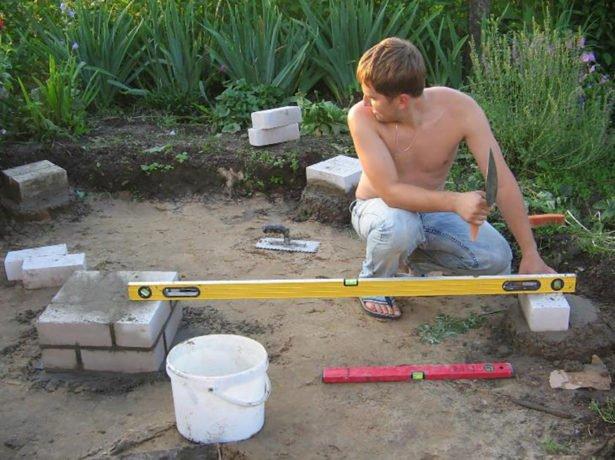 Заливка бетонных опор под строительство беседки