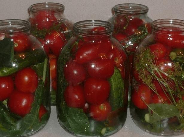 Огурцы и помидоры маринованные