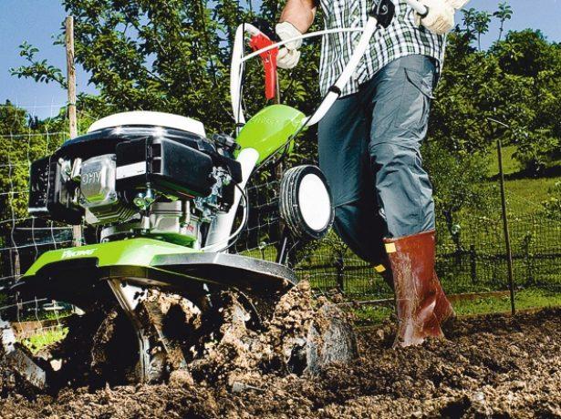 Обработка почвы культиватором