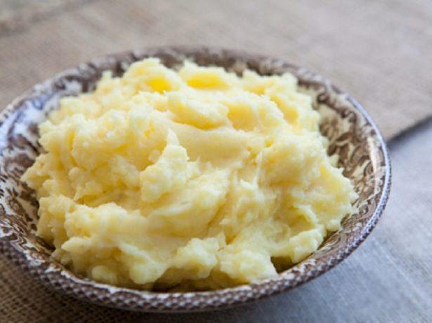 Картофельное пюре в тарелке