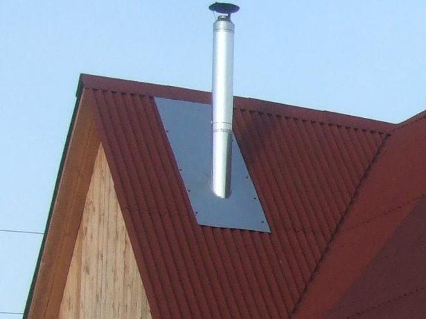 Крыша из ондулина с трубой