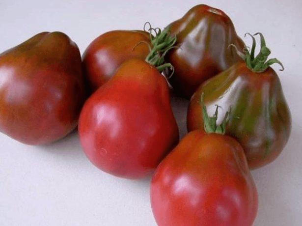 Плоды томата сорта Груша чёрная