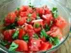 Салат из крупноплодных помидоров
