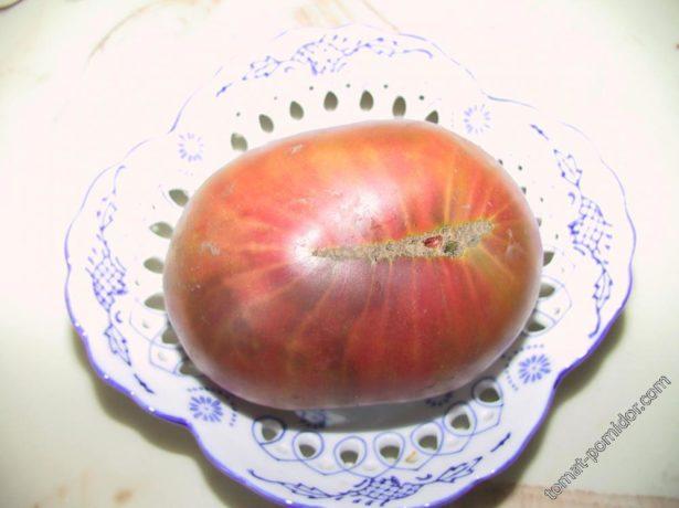 Томат Чёрный ананас на тарелке