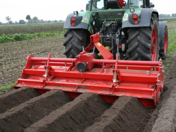 Подготовка гребней для посадки картофеля
