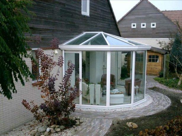 Дом с прозрачным эркером