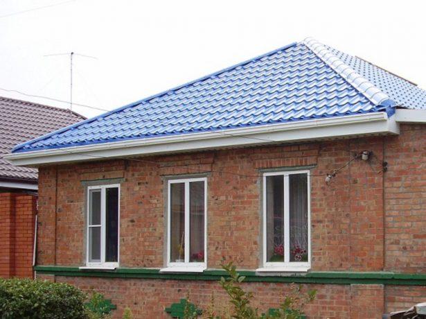 Металлочерепица на четырёхскатной крыше