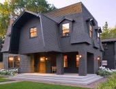 Оригинальный дом со сложной мансардной крышей