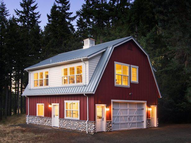 Лесной домик с мансардной крышей