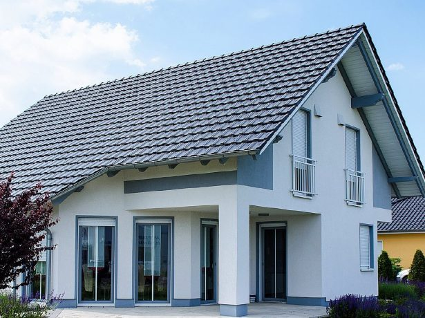 Дом с двускатной мансардной крышей