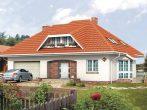 Традиционный дом с вальмовой крышей