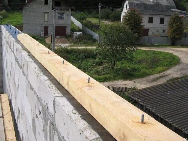 Крепление мауэрлата к стене