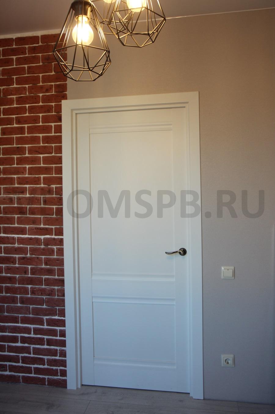 дверь с покрытием из белой ПВХ пленки