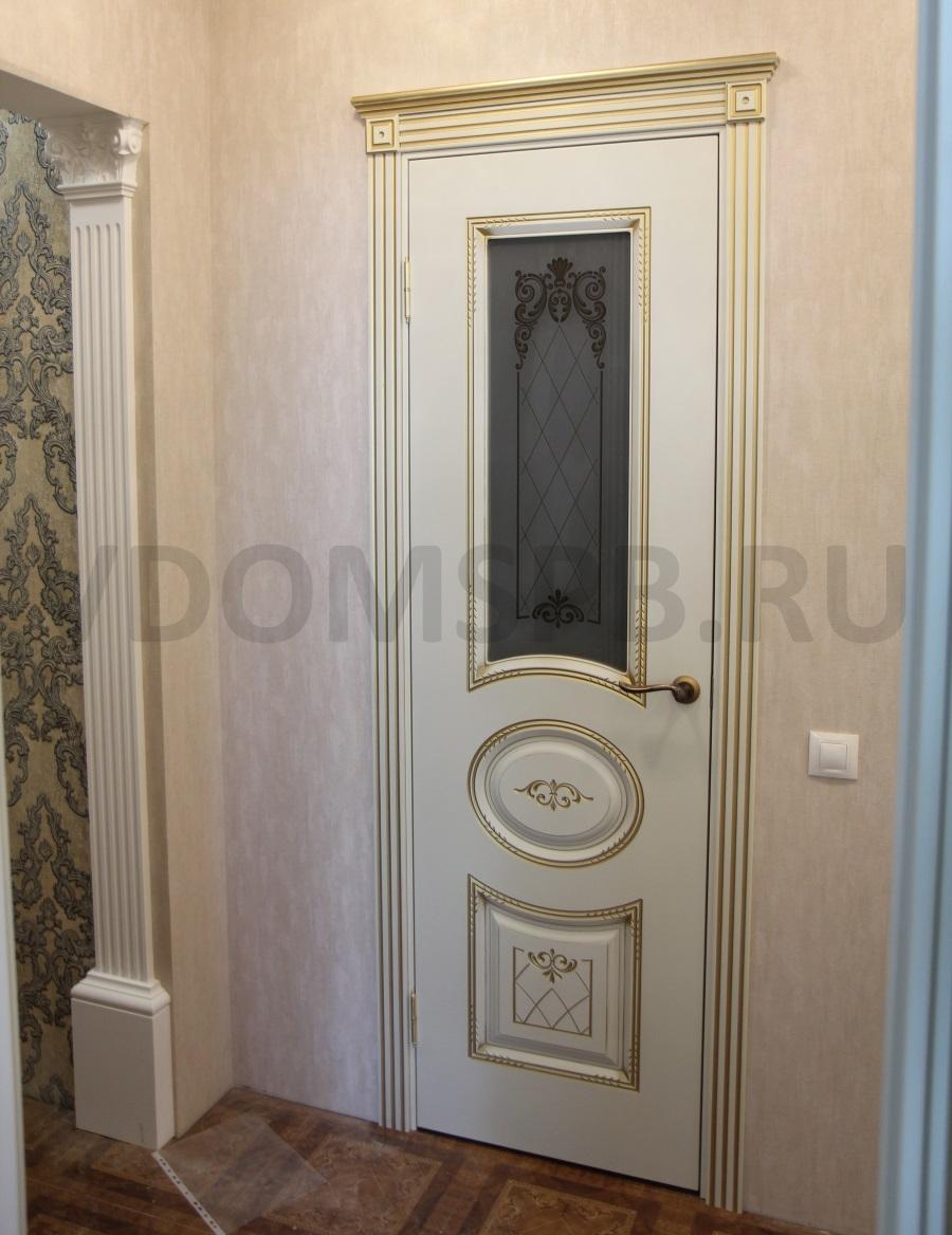 Дверь с росписью золотом и патиной