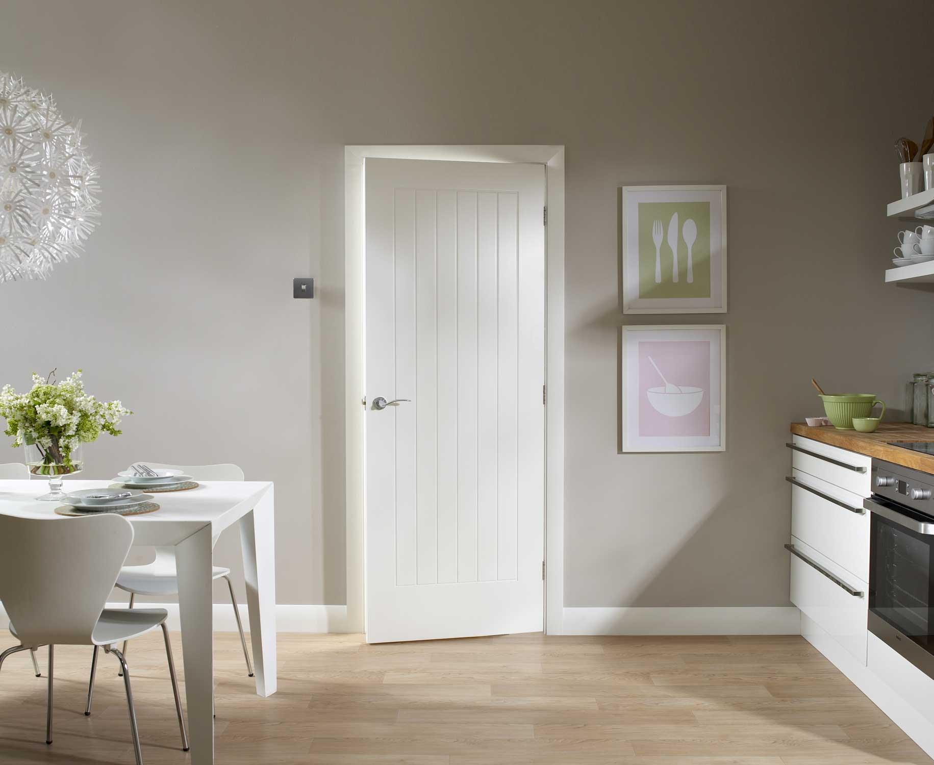 Белые двери в интерьере квартиры: с чем сочетать, реальные фото