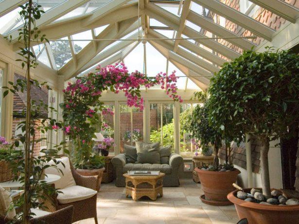 Зимний сад на остеклённой веранде