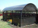 Металлическая беседка с прозрачной крышей