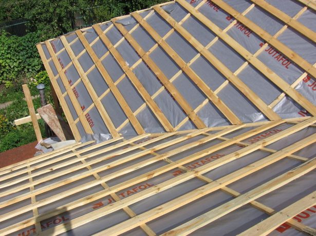 Гидроизоляционная плёнка крыши под обрешёткой