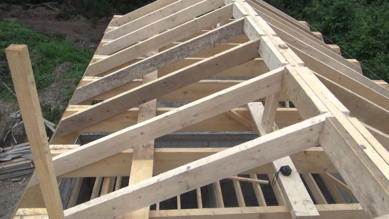 Технология сооружения двускатной крыши: подбор материалов, нюансы их монтажа и утепления кровли