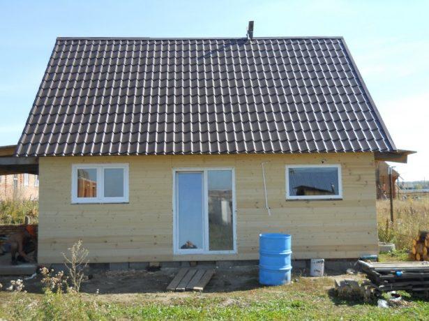 Пример крыши с внешним покрытием из металлочерепицы