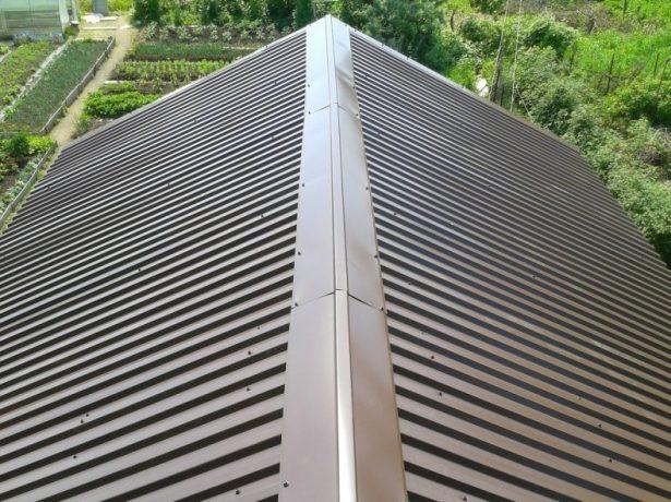 Конёк крыши из профнастила