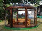 Беседка с прозрачной куполообразной крышей