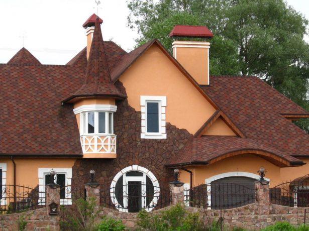 Дом с комбинированной крышей
