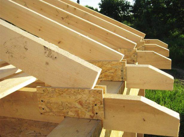 Возведение карнизных свесов шатровой крыши