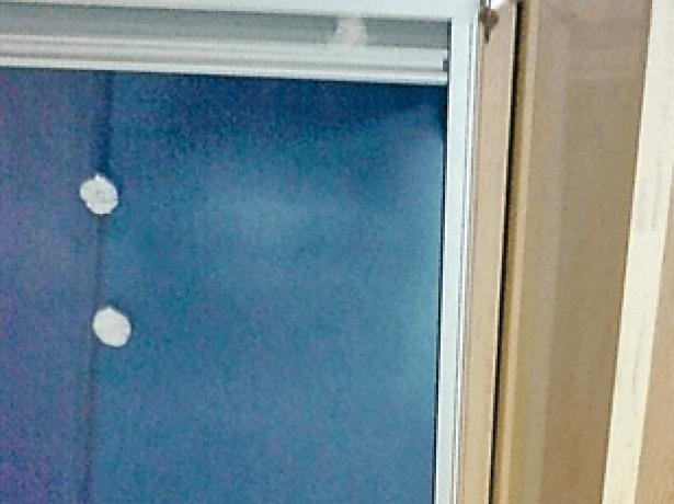 Зазор между окном и рамой