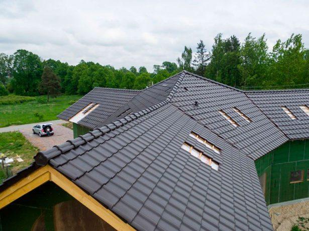 Частный дом с многоскатной крышей