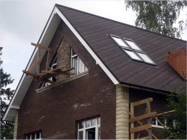 Двускатная крыша со слуховым окном